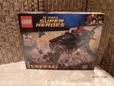 Super Heroes - 76087 - Flying Fox: Batmobile airlift attack