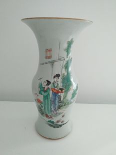 """Porcelain baluster vase of the Famille """"qianjiangcai"""" with painted women – China – circa 1920."""