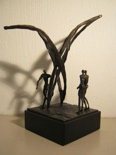Striking sculpture on marble base - Wind in the sails -19 cm high