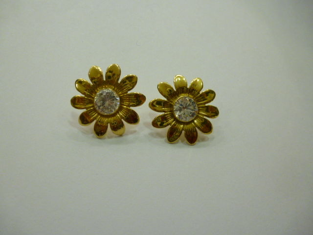 Daisy-shaped 18 kt gold earrings
