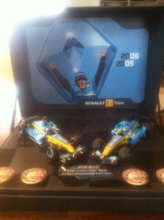 Renault Merchandising - Schaal 1/43 - F1 - Box world champion Renault R25 & R26 2007 - Limited edition 1235/1500