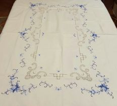 Rectangular tablecloth for 6 people made by hand in cross stitch embroidery, frayed and hemstitch, and 6 napkins - 132 x 175 cm