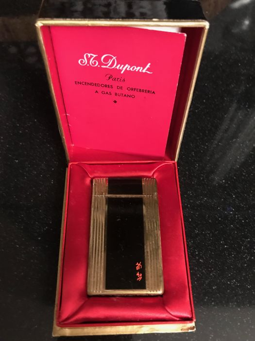 Dupont L1 lighter in gold and black lacquer