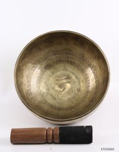 Hand hammered singing bowl – Nepal – late 20th century