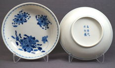 Set of two deep dishes with finely painted decoration - China - Guangxu mark and period (1871–1908)