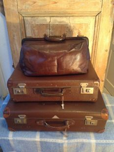 "2 x Vintage ( appr. 1950) suitcases incl. ""Hulshof vulcan fiber"" - with original reinforcement of metal at the corners and 1 French antique leather bag ( appr. 1920)"