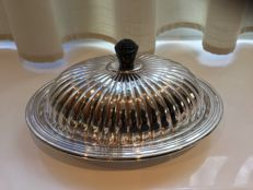 Charming Falstaff dish cover in silver and glass - fluted lid with Bakelite handle - England, 1940s
