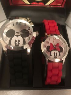 Disney, Walt - 2 horloges in box Accutime -  Mickey & Minnie Mouse