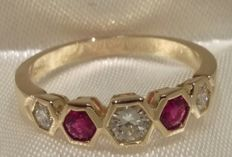 Gorgeous 18kt yellow gold ring set with 0.45ct Diamonds & 0.35ct Rubies