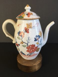 Felice Clerici manufacturing. Pasquale Rubati decoration. Coffee pot and cover. Milan, Italy, circa 1750