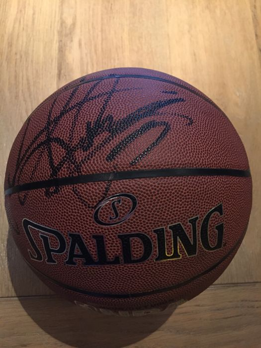 sports shoes 802cc a45cd Dennis Rodman Autographed Basketball (Beckett COA) - Catawiki