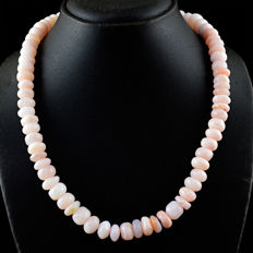 Pink Opal necklace with 18 kt (750/1000) gold clasp, length 50cm