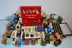 More than 80 miniature perfume bottles in boxes or cases - Allonga, Dior, Rochas, Givenchy, etc.
