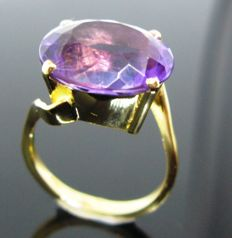 Yellow gold 750/1000,  cocktail ring, 1 vivid violet amethyst oval-cut ct 8. Size 56
