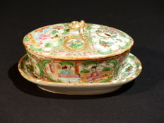 Bowl with a lid and saucer in porcelain, famille verte - CHINA (Canton) - Late 19th
