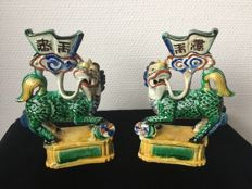 A pair of porcelain Qilin sculptures - China - Qing Dynasty (1644-1911), around 1900
