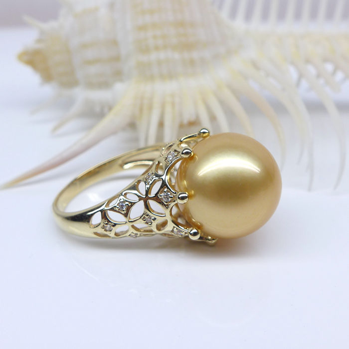 Natural seawater, golden pearl, 18K gold Ring. Pearl diameter: 11 mm. Weight: 3.2 G. A new-size 6.75 US-Free resizing