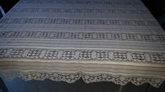 Tablecloth in lace