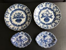 Lot of blue and white porcelain plates and dishes - China - 18th century c. 1700 (kangxi period)
