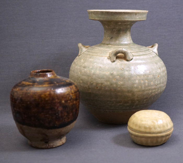Collection Of 2 Old Chinese Vases And A Box With Lid Catawiki