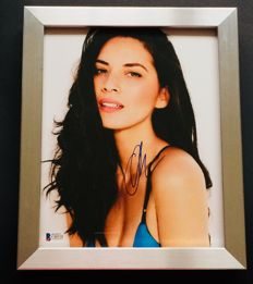 Olivia Munn - Authentic & Original Signed Autograph in Premium Framed Photo ( 20x25cm ) - with Certificate of Authenticity BECKETT