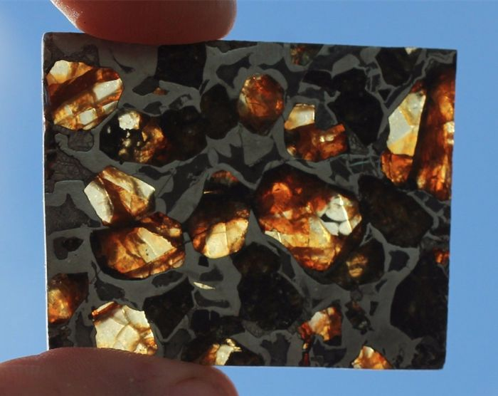 Brahin Meteorite with rounded olivines - Top pallasite - 12.5g