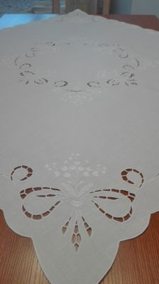 A beautiful hand-embroidered Tablecloth, Without a reserve price.