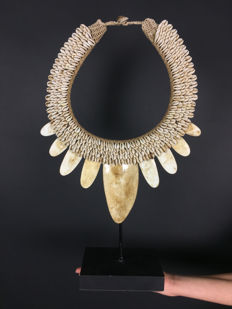 Decorative Papua necklace • IATMUL • Papua New Guinea