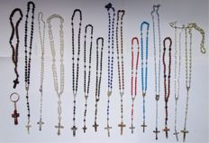 Lot with 15 rosaries.