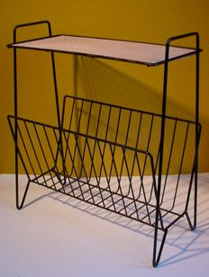 Newspaper rack / small boek table