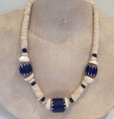Necklace with 1 very large 4-layered chevron and 2 very large 6-layered chevrons - Mali