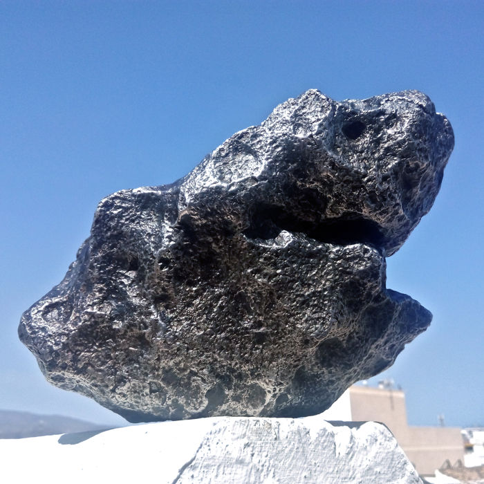 """The Shark"". Spectacular Campo del Cielo Meteorite. - 8400 g"