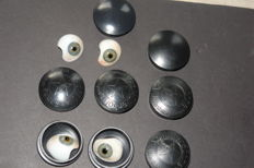 4x glass artificial eyes, medical, in celluloid boxes