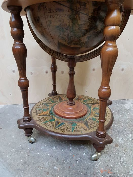 very nice old large drinks globe catawiki. Black Bedroom Furniture Sets. Home Design Ideas