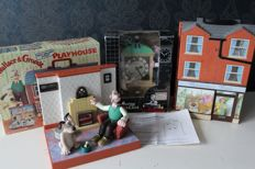 Wallace and Gromit - 2 playhouses, clock radio and moving alarm clock - oa 2 x 1989, 1996