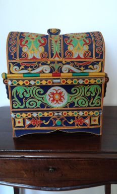 Beautiful Indian jewellery box//beautycase entirely embroidered