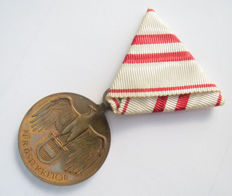 Austria: First World War Commemorative Medal on the original triangular ribbon