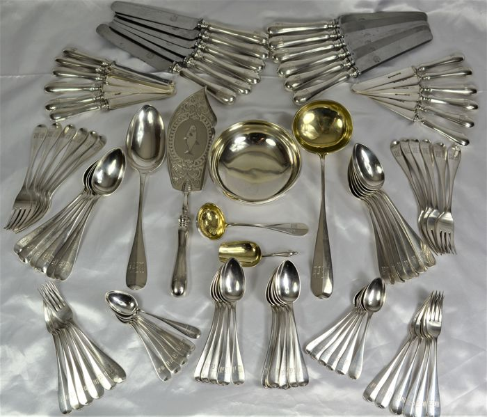 Large Russian sterling silver cutlery set, Master silversmith Ivan Khlebnikov, Moscow 1887, 90 pieces