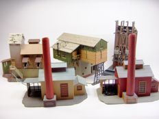 Faller/Pola/Vollmer H0 - B-704/130961/5723/48 - Lot of 4 industrial buildings, with electric functions