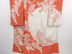 Antique silk kimono with exquisite decoration of chrysanthemums - Japan - Mid 20th century