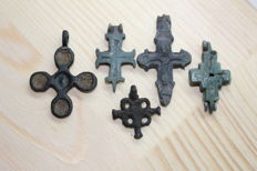Medieval bronze cross pendants  - 25,31,32,39,41 mm (5 items)