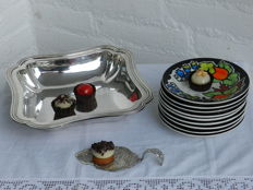 Presenting set for Petit Four, scale, cake server and 9 dishes