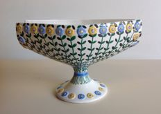 Ceramic centrepiece decorated with daisies - marked Etruria