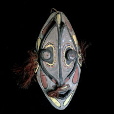superb old Wall Mask Men's house - SEPIK RIVER - Papua New-Guinea