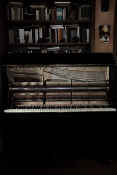 Antique restored upright piano - Germany, 20th century