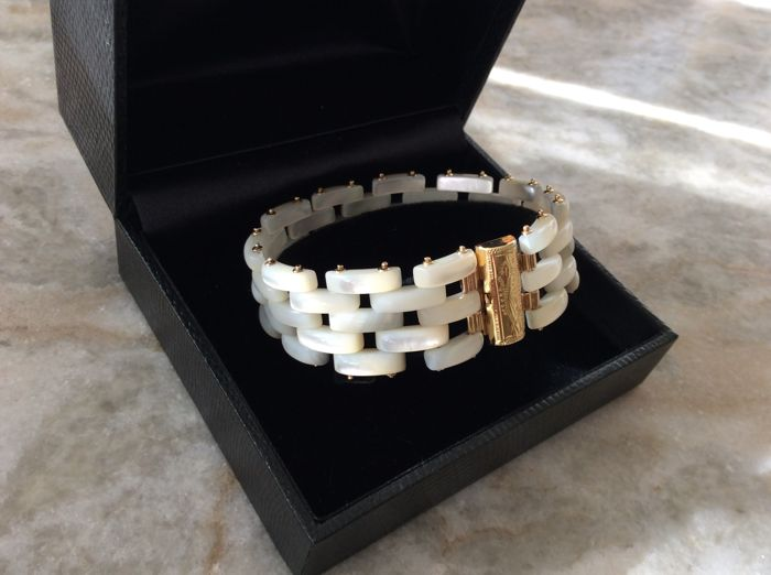 Authentic mother of pearl bracelet, mother of pearl weight: 20 g, 18 kt gold weight: 12 g, total bracelet weight: 32 g, length: 19 cm