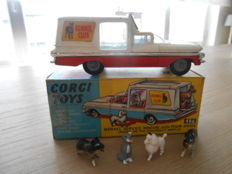 Corgi Toys - Scale 1/48 - Kennel Service Wagon with 4 dogs No.486