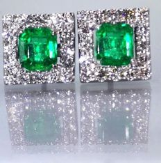 Earrings in gold, set with 2 intense green Colombian emeralds, 1.12 ct in total & 32 brilliant cut diamonds, 0.60 ct in total # Low reserve price #