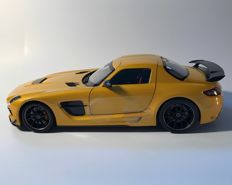 Minichamps - Scale 1/18 - Mercedes-Benz SLS AMG Coupé - colour: Solarbeam gold metallic