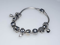 Pandora bracelet with 9 charms and 2 clips - silver / gold and zirconia / amethysts / pearl / onyx - length 20 cm